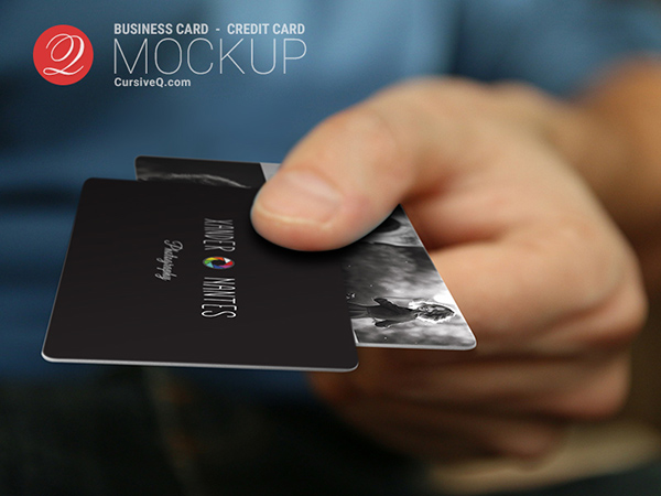 100个极品名牌设计模版展示模型PSD下载free-business-card-credit-card-hand-mockup-photoshop-psd-template